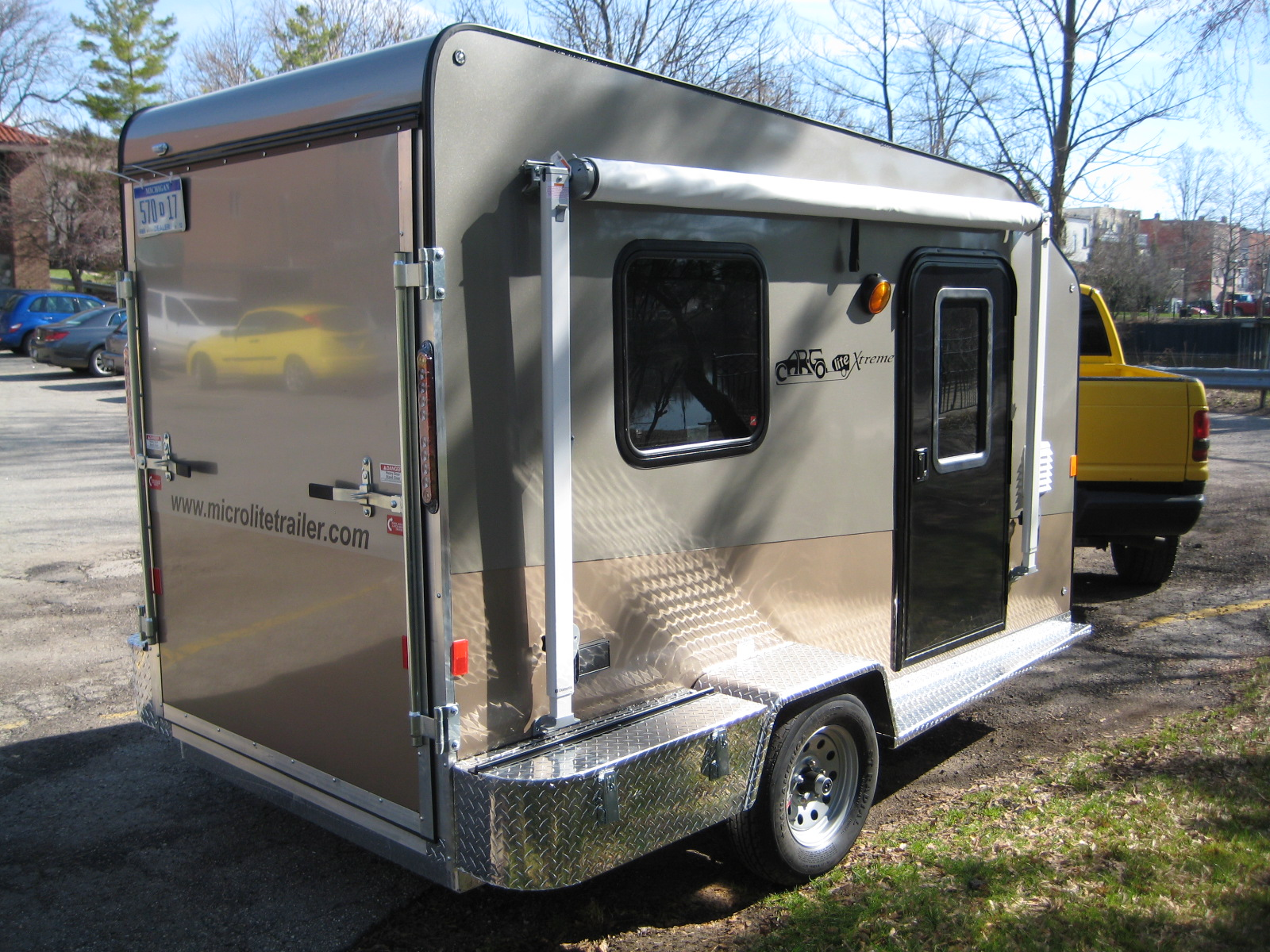 Teardrops n tiny travel trailers o view topic a 12 ft for Tiny camping trailers